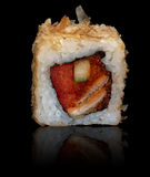 Rodillo del japonés con el atún Imagen de archivo libre de regalías