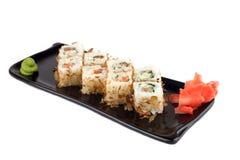 Rodillo del sushi con los salmones y el pepino Imágenes de archivo libres de regalías