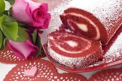 Rodillo rojo de la torta del terciopelo Imagen de archivo libre de regalías
