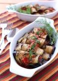 Rodillos asados de la berenjena rellenos con el tomate Imagenes de archivo