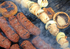 Rodillos de carne rumanos asados a la parilla Foto de archivo libre de regalías
