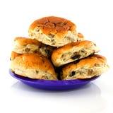 Rodillos de pan de la pasa en una placa Imagen de archivo libre de regalías