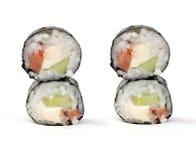 Rodillos de sushi de Maki con los salmones y el queso de California Imagenes de archivo