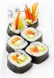 Rodillos de sushi del aguacate Imagenes de archivo