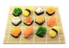 Rodillos de sushi deliciosos Imagenes de archivo