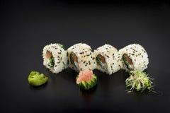 Rodillos de sushi deliciosos Sushi del maki de Uramaki Imagenes de archivo
