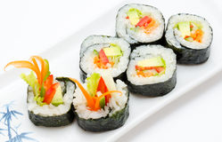 Rodillos de sushi vegetarianos Fotos de archivo libres de regalías