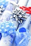Rodillos del papel de embalaje de la Navidad Foto de archivo