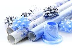 Rodillos del papel de embalaje de la Navidad Fotos de archivo libres de regalías