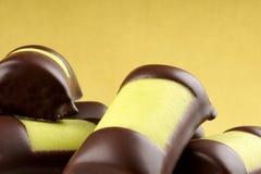 Rodillos suecos del mazapán y del chocolate fotos de archivo libres de regalías