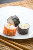 Rodillos y palillos del sushi Imagenes de archivo