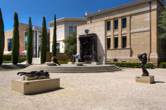 Rodin Bronze Sculptures and the Gates of Hell  at Stanford Unive. STANFORD, UNITED STATES - July 6: Unidentified onlookers to the Gates of Hell at The Rodin Royalty Free Stock Images