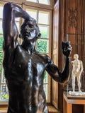 Rodin, l'âge du bronze, dans Rodin Museum à Paris photos stock
