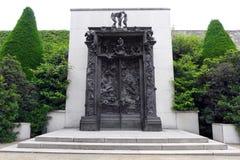Rodin skulptur i den Rodin Museu trädgården Arkivbild