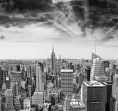 Środka miasta Manhattan powietrzna linia horyzontu, Miasto Nowy Jork przy lato zmierzchem Fotografia Royalty Free