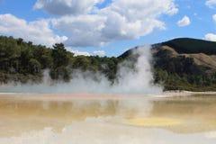 Środkowi baseny Wai-o-Tapu, Termiczna kraina cudów fotografia stock