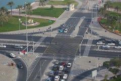 Środkowy Wschód, Katar, Doha, ruch drogowy na Corniche Obrazy Stock