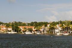 Rodney Bay-jachtenflatgebouwen met koopflats St. Lucia Island Stock Afbeeldingen