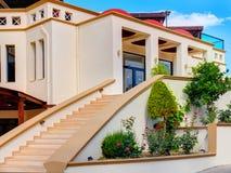 RODOS,希腊, 2015年6月19日:米拉月/月球旅馆台阶对招待会的楼梯入口古典希腊语样式建筑学的 希腊我 库存图片