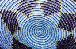Rodowitego Amerykanina Indiański Koszykowy szczegół w błękicie i purpurach Zdjęcia Stock