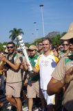 Rodrigo Pessoa e a tocha Rio2016 olímpica fotografia de stock royalty free