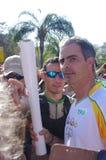 Rodrigo Pessoa och den olympiska facklan Rio2016 Royaltyfri Foto