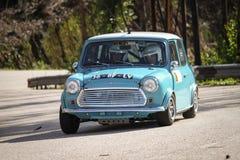 Rodrigo Sardinha treibt Mini Cooper an Lizenzfreies Stockfoto