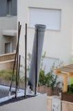 Rods et drain sur un toit de bâtiment Photo libre de droits
