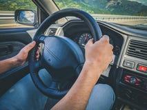 Rodzajowa fotografia mężczyzna jedzie samochód obraz royalty free