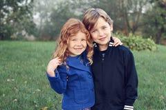 Rodzeństwo miłość Zdjęcie Royalty Free