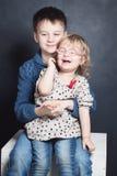 Rodzeństw dzieci brat i siostra obraz stock