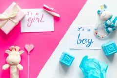 Rodzi dziecka dziecka prysznic pojęcia dziewczyny lub chłopiec odgórnego widok zdjęcie royalty free