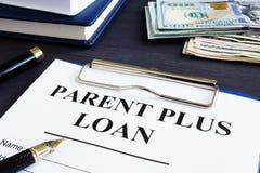 Rodzic plus pożyczki forma i dokumenty w biurze zdjęcie royalty free