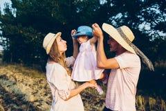 Rodzice i dzieciak wydaje czas Obraz Royalty Free