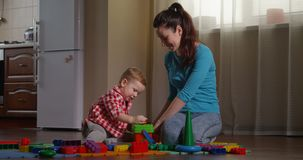 Rodzice używa uczenie gry dla dzieci rozwijać kreatywnie główkowanie zbiory