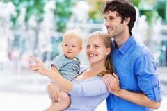 Rodzice z chłopiec zdjęcia royalty free