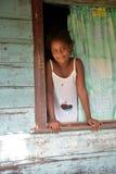 Rodzimego Nikaraguańskiego dziewczyny clapboard uśmiechniętego domu Duża Kukurydzana wyspa Zdjęcie Royalty Free