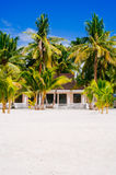 Rodzimy tropikalny dom na plaży bantayan wyspa, Santafe Filipiny, 08 11 2016 Obraz Stock