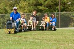 Rodzin Przejażdżki Miniatury Kontrpary Silnika Pociąg Zdjęcie Royalty Free