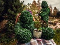 Rodzina żywi krzaki Plenerowa bajka stylu fotografia Obrazy Stock