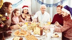 Rodzina angażuje w dialog Obraz Royalty Free