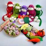 Rodzina, faszerujący zwierzę, nowy rok, małpa, śmieszna Zdjęcia Stock