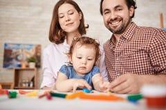 Rodzina Ma zabawę z Małą córką Obrazy Stock