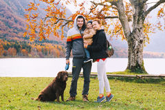 Rodzina na Jeziornym Bohinj, Slovenia, Europa Obrazy Stock