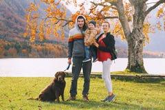 Rodzina na Jeziornym Bohinj, Slovenia, Europa Obrazy Royalty Free