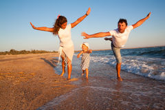 Rodzina na plaża wakacje Zdjęcia Stock