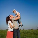 Rodzina outdoors fotografia royalty free