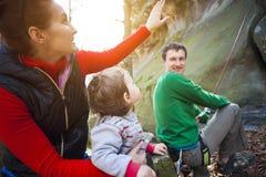 Rodzina outdoors wspina się Fotografia Stock