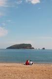 rodzina plażowa siedząca Zdjęcia Stock