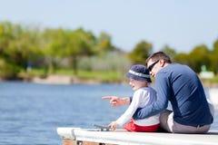 Rodzina przy dokiem Obrazy Royalty Free